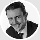 Photo en noir et blanc expert-comptable Valentin DOLIGÉ